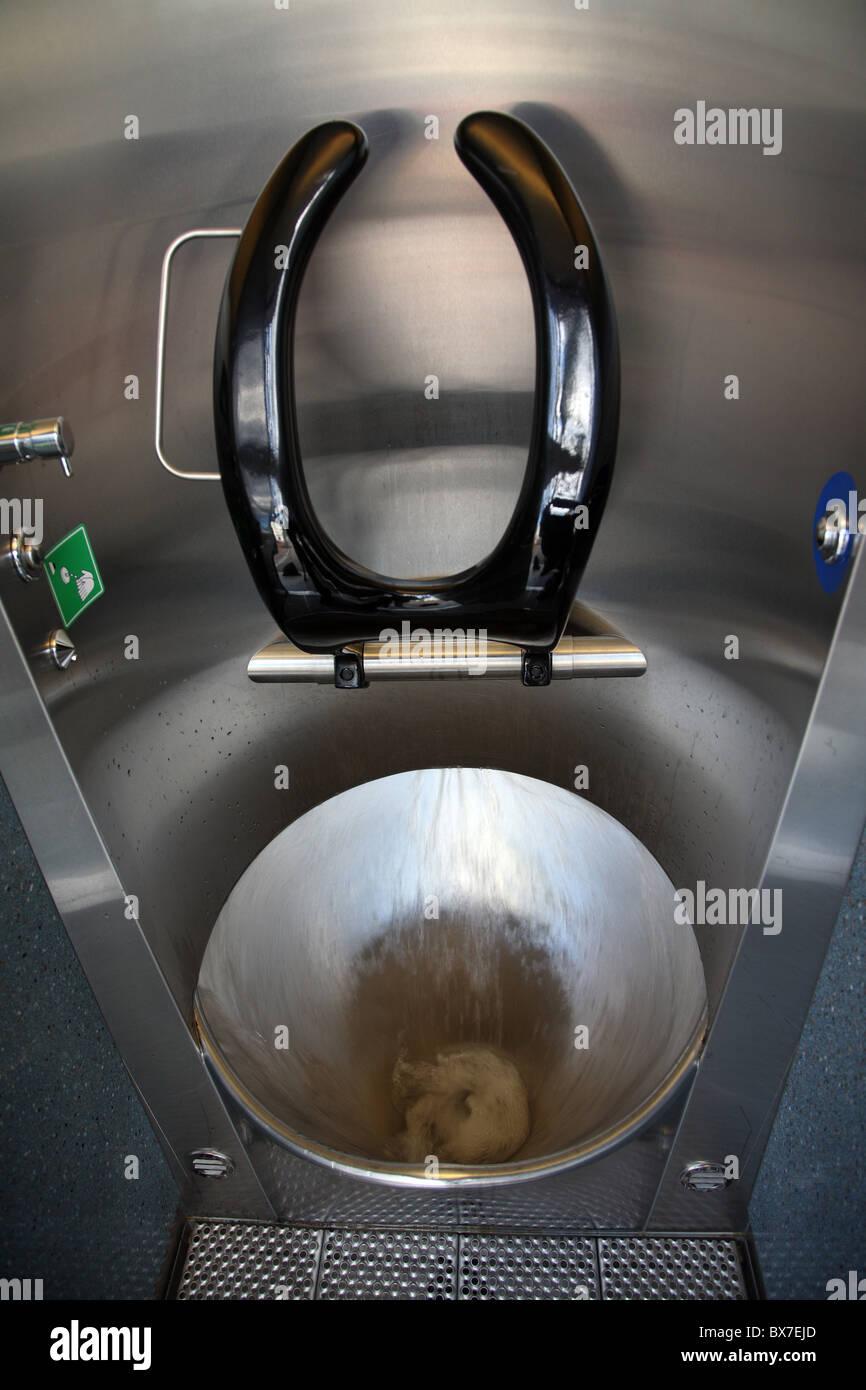 Moderne öffentliche Toilette, Zürich, Schweiz Stockfoto, Bild ...