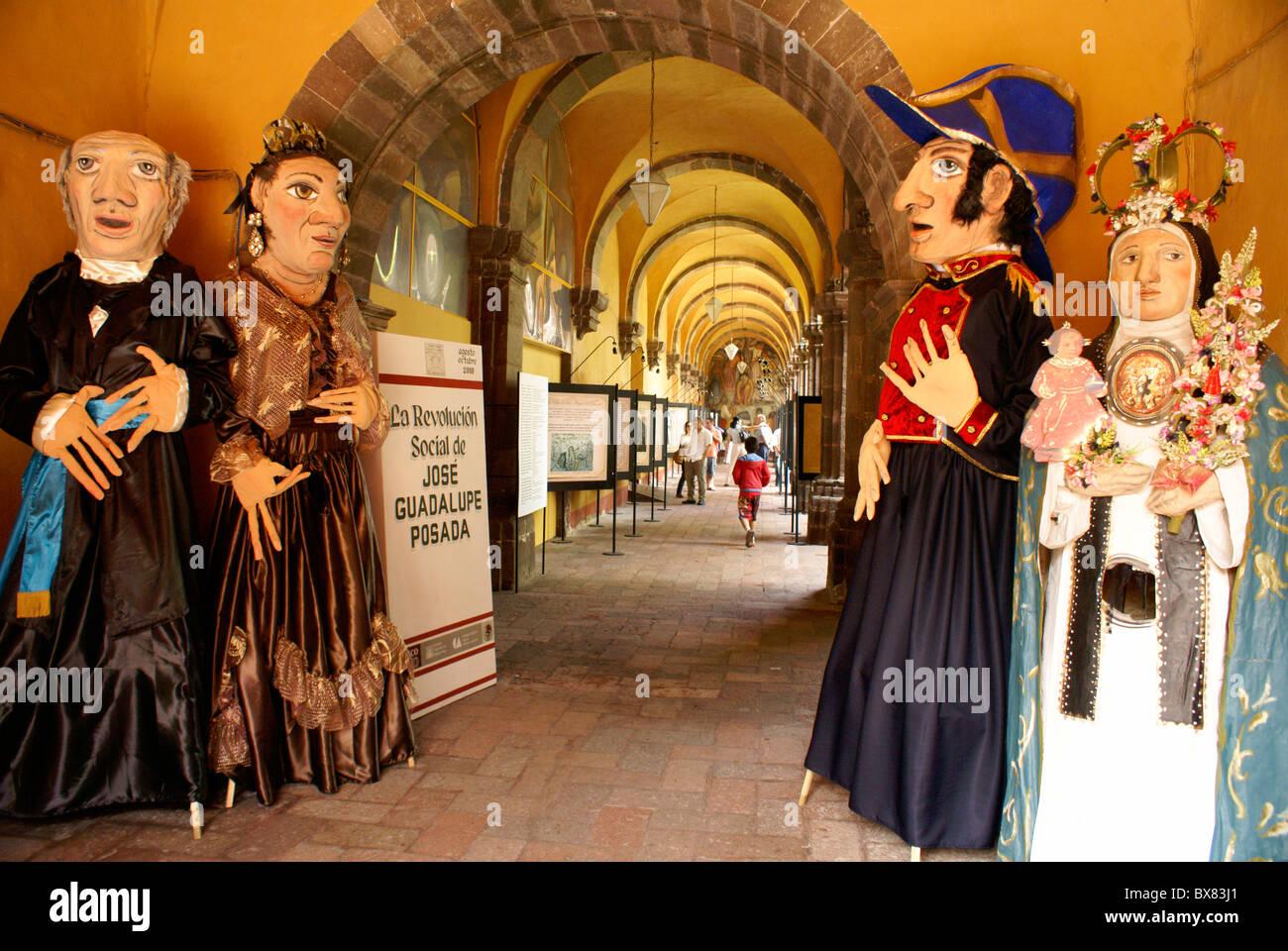 Mojigangas, riesige Pappmaché Marionetten in der Bellas Artes, San Miguel de Allende, Mexiko. Stockbild