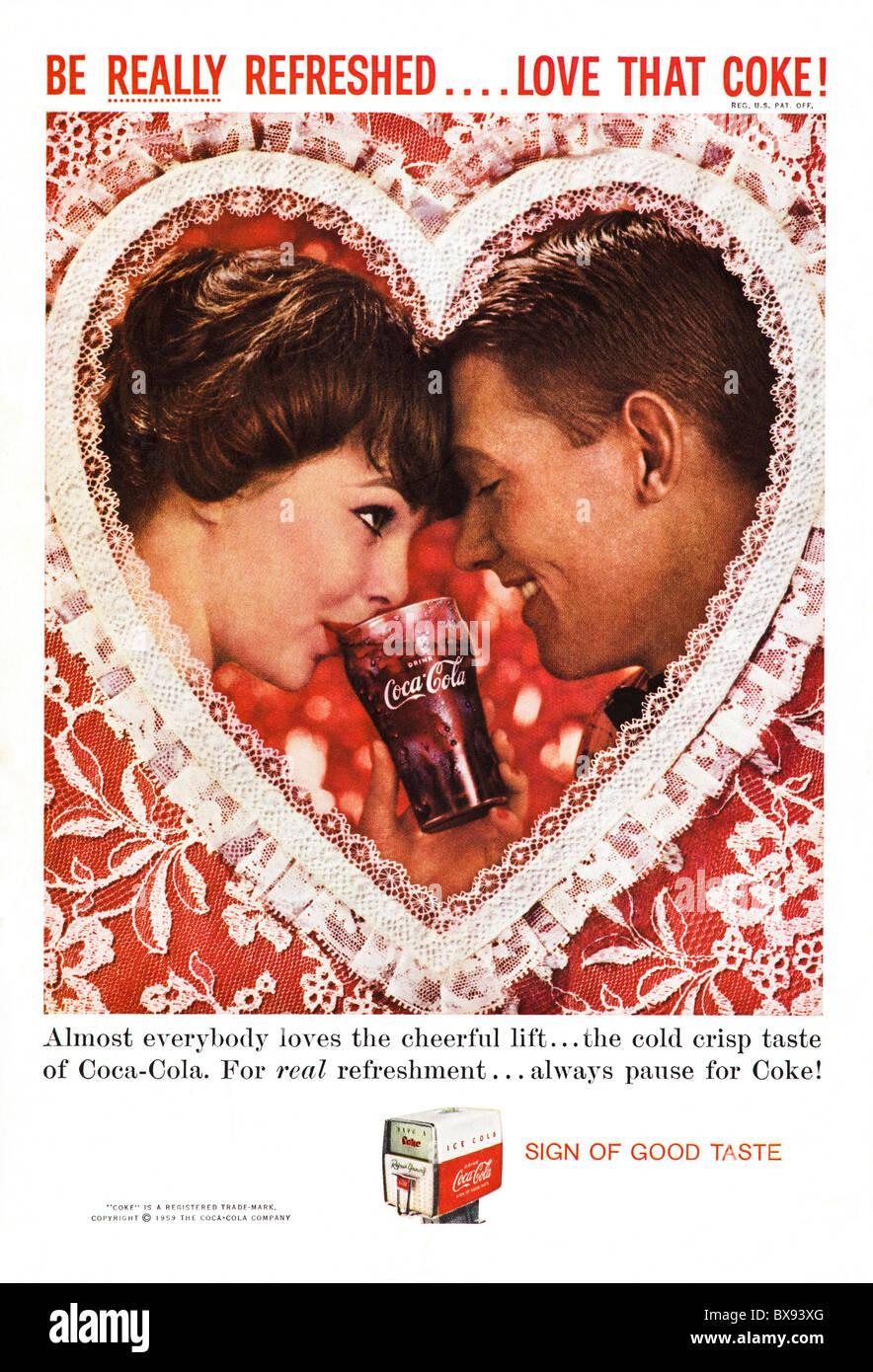Klassische Farbe der Coca Cola Werbung mit Valentinstag im amerikanischen Magazin ca. Februar 1959 Stockbild