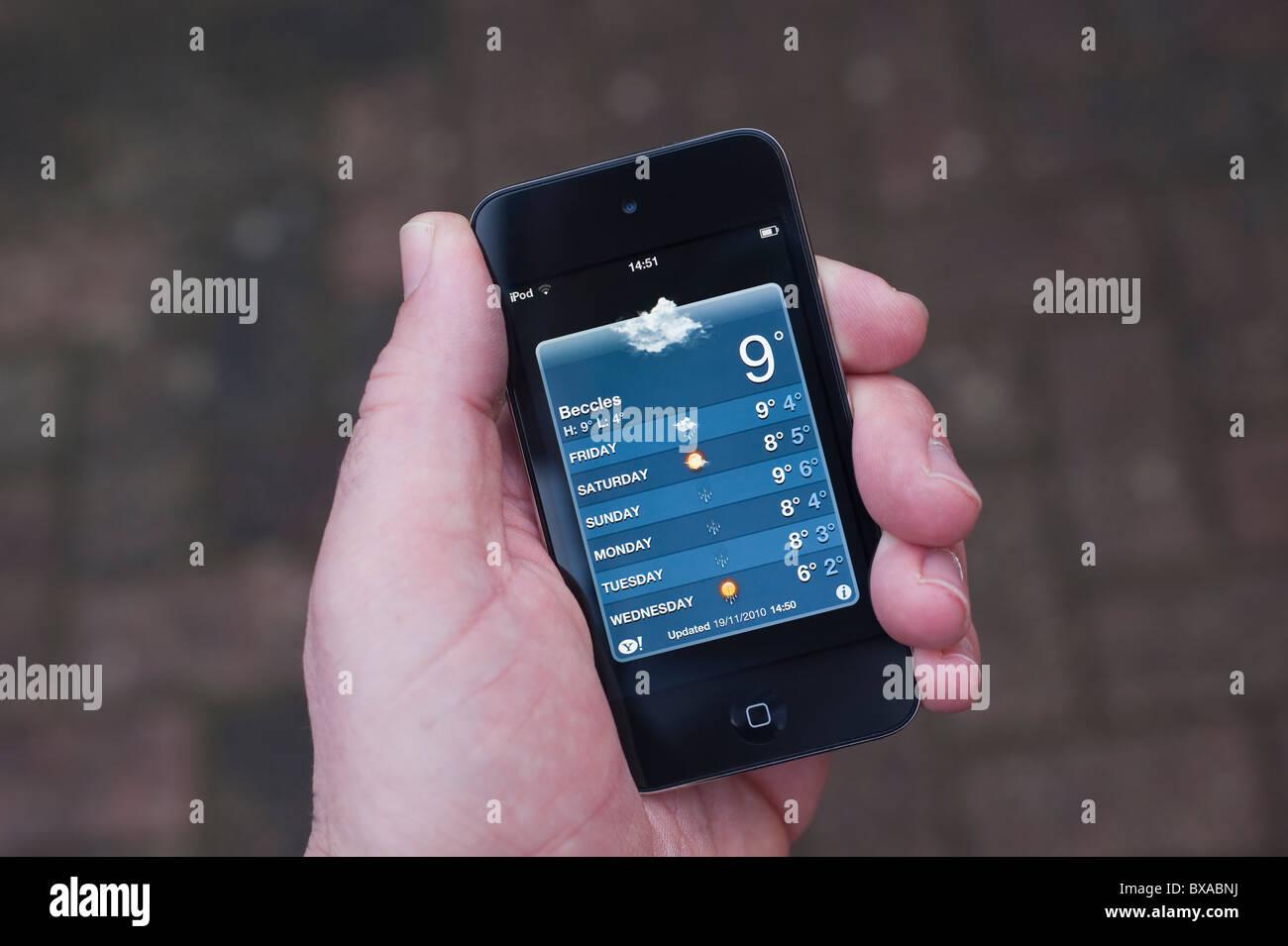 Der neue Apple Ipod Touch 4. Generation 4G 32gb Mediaplayer mit Internet-Anschluss mit Wettervorhersage Stockbild