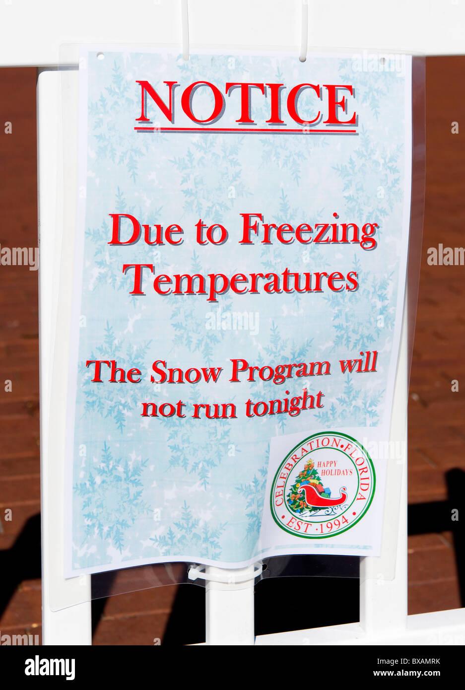 Schild mit der Stornierung einer Schnee-Programm wegen des ungewöhnlich kalten Wetters, Feier, Kissimmee, Orlando, Stockbild