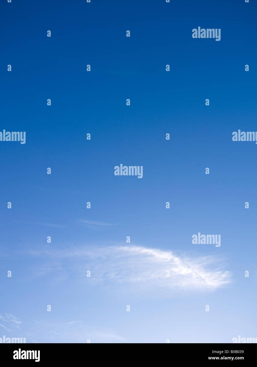 Blauer Himmel & Wolke Stockbild