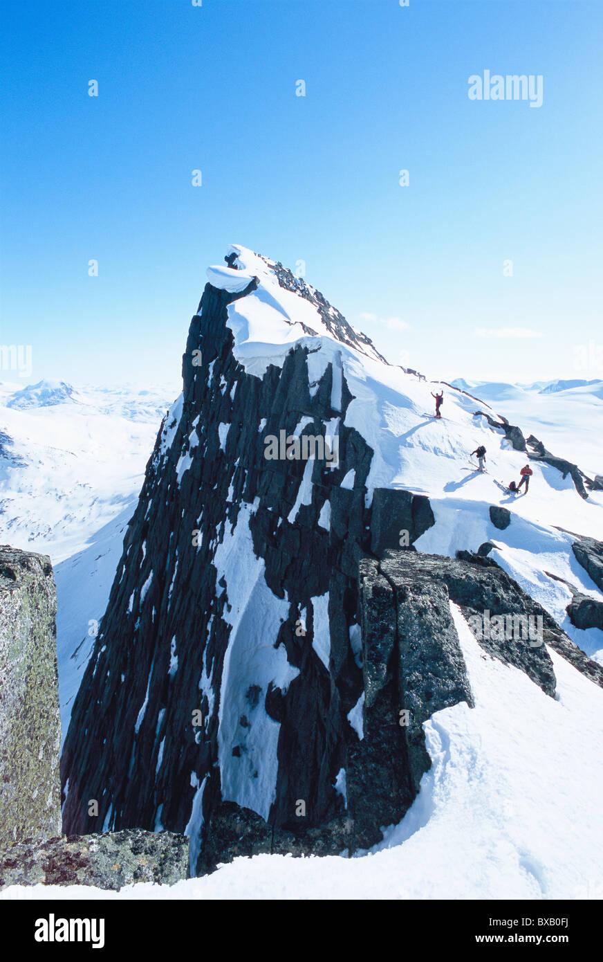 Fernsicht auf der Bergsteiger am Berg Stockbild
