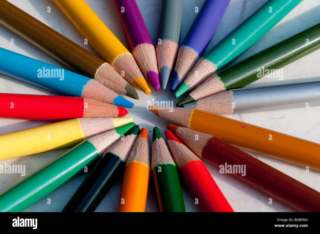 Buntstifte gemischte radial Stockbild