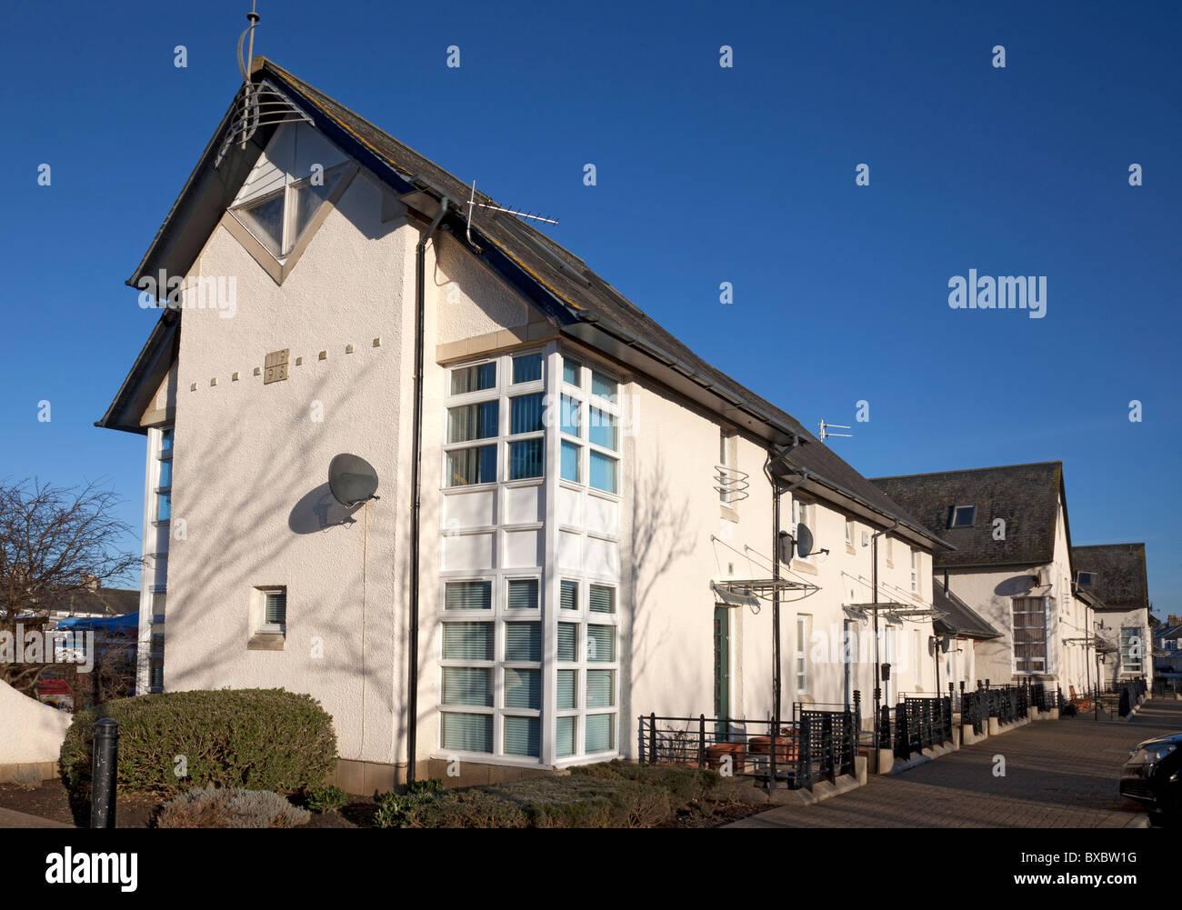 Moderne Architektur. Häuser in Dublin Quay, Irvine, North Ayrshire ...