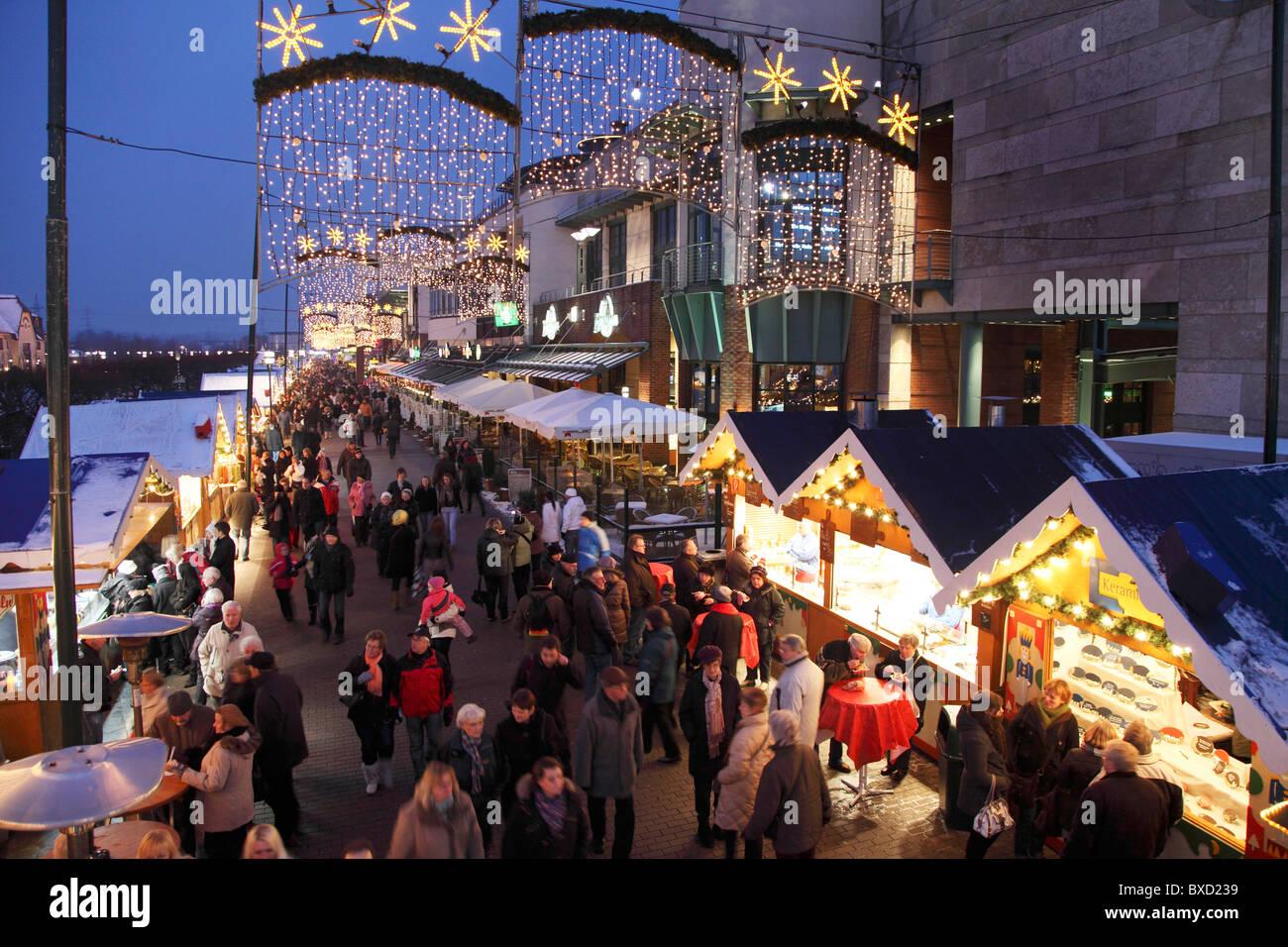 Traditioneller Weihnachtsmarkt Mit Vielen Geschmuckten