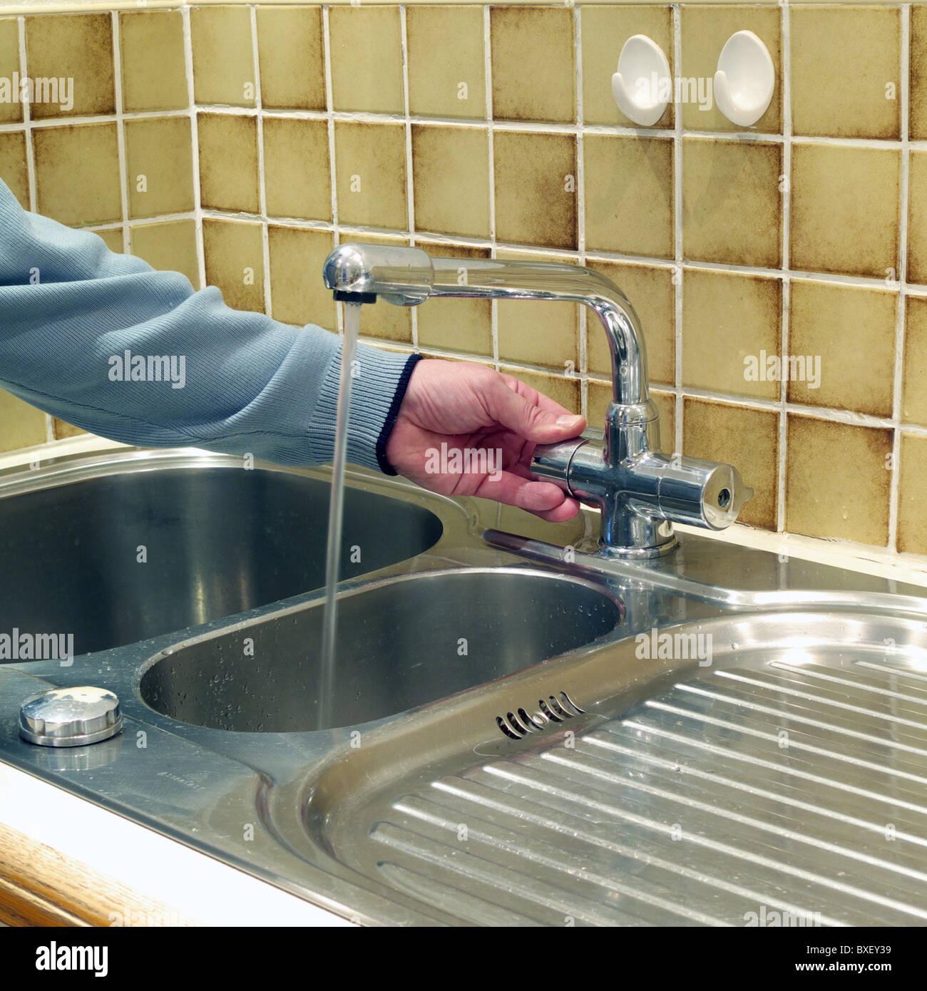 Fantastisch Einpassen Einer Küchenspüle Mischbatterie Zeitgenössisch ...