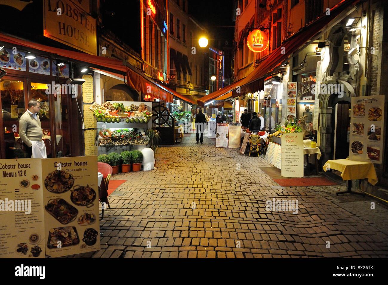 Cafés, Restaurants und Nachtleben, Weihnachtszeit, Brüssel, Belgien Stockbild