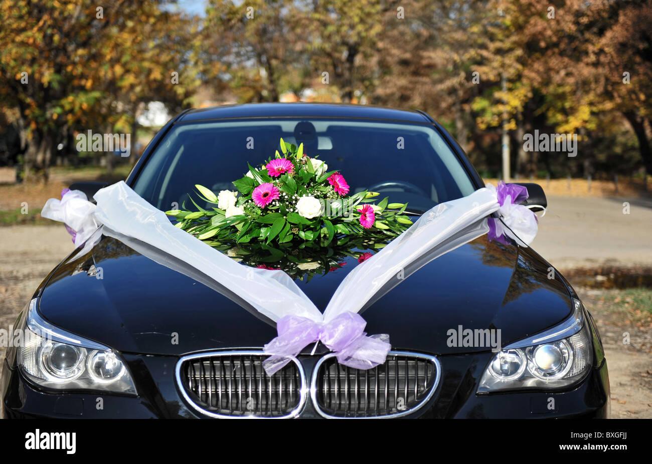 Hochzeitsblumen Auf Auto Stockfoto Bild 33554938 Alamy