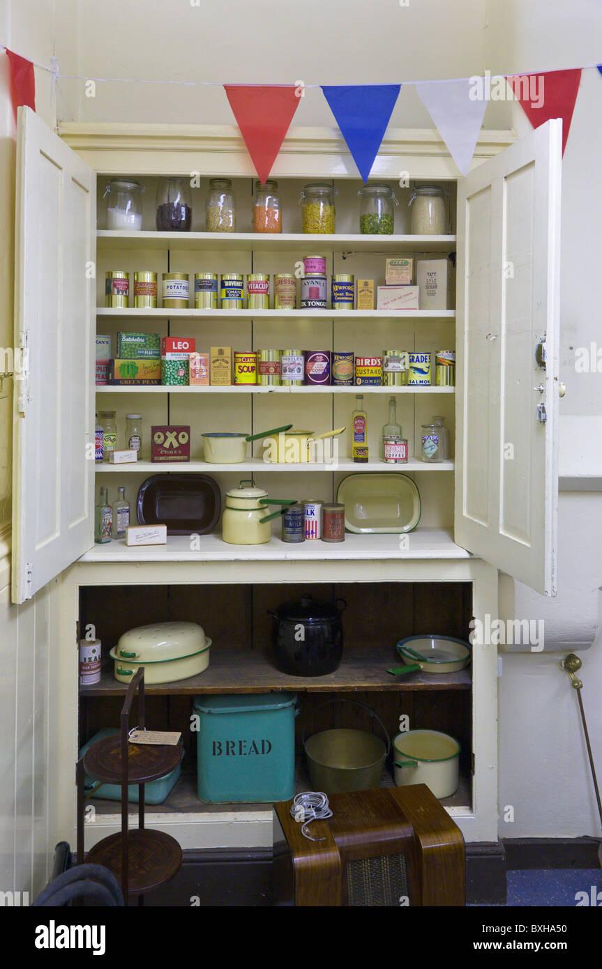 Krieg Küche Schrank Essen Zeitanzeige, England Stockfoto, Bild ...