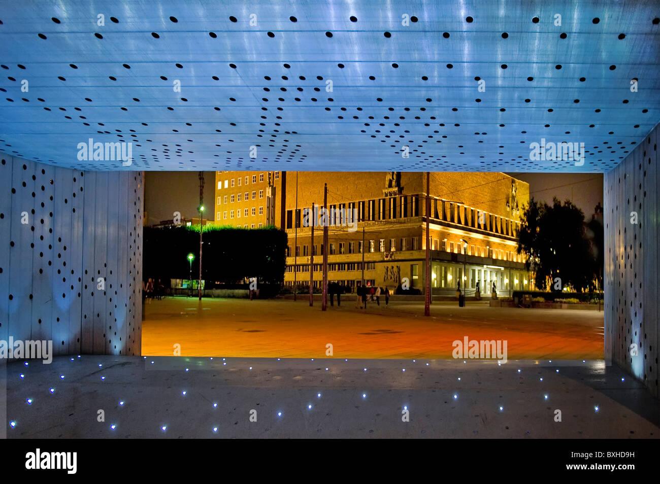 Oslo Hafen Nobel Peace Center und Radhuset durch Installation Norwegen Stockbild