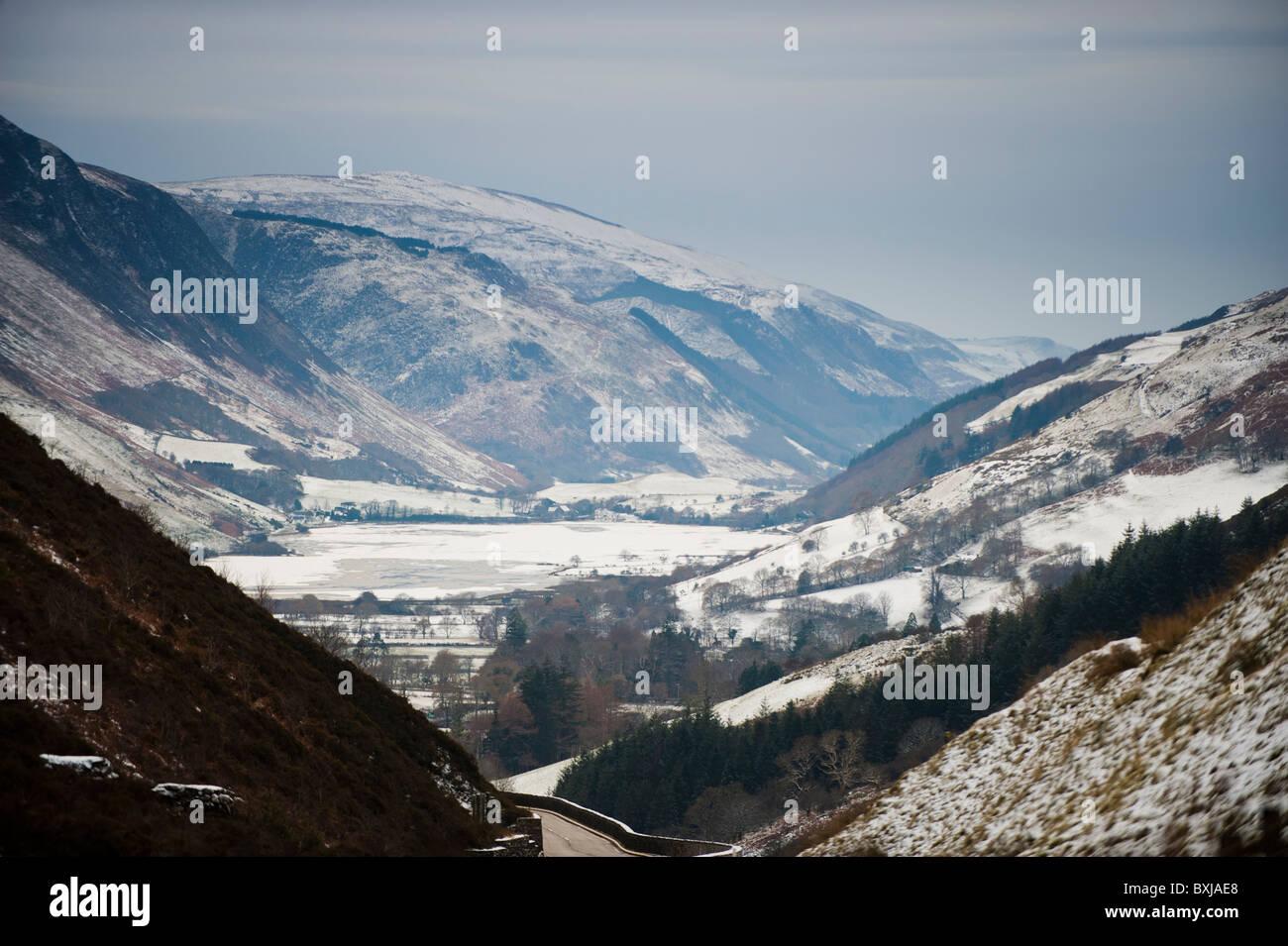 Tal y Llyn Pass im Schnee, Gwynedd North Wales UK Stockbild
