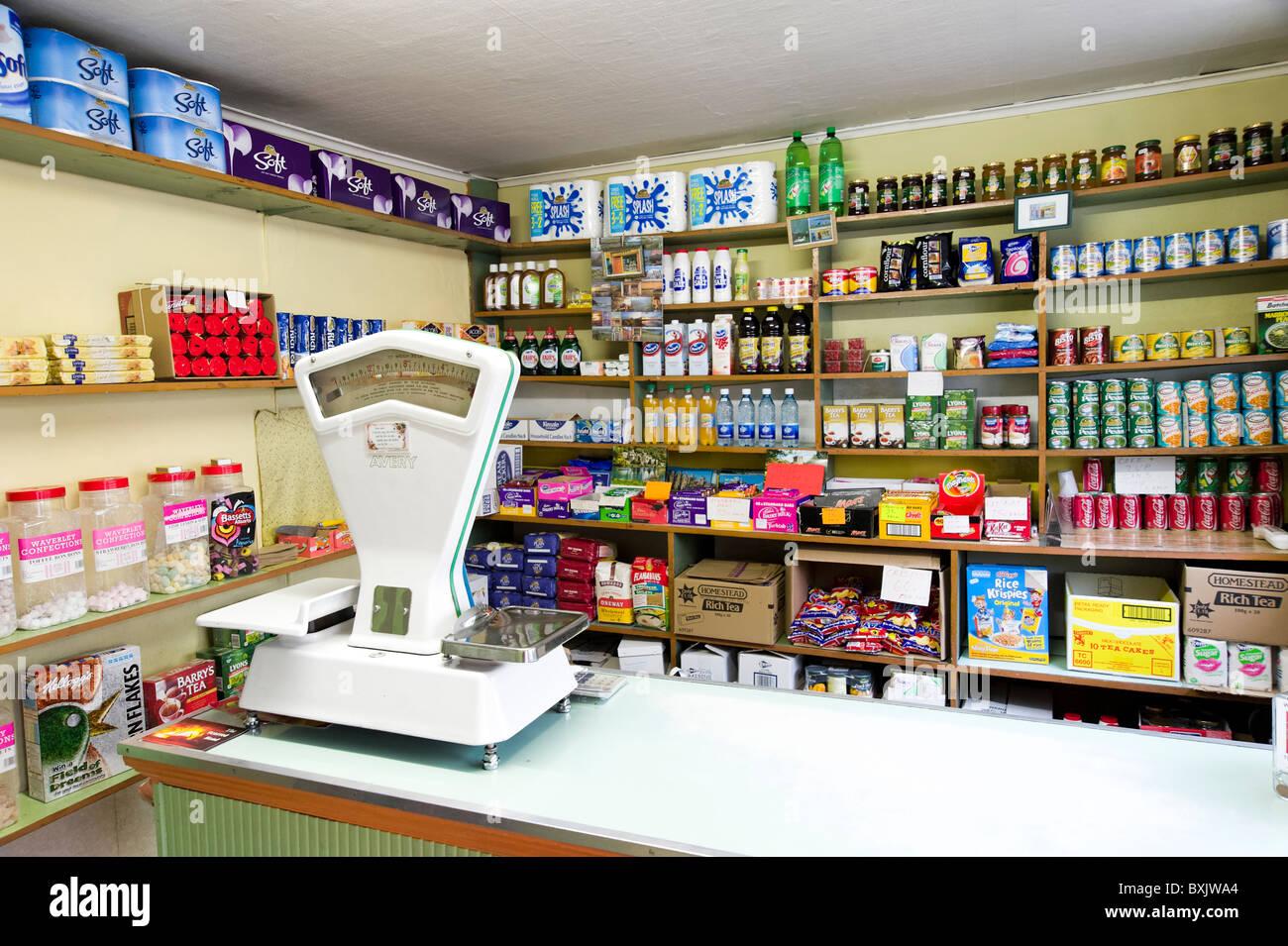 Clerke, einem kleinen traditionellen Lebensmittelgeschäft in Skibbereen, County Cork, Irland Stockbild