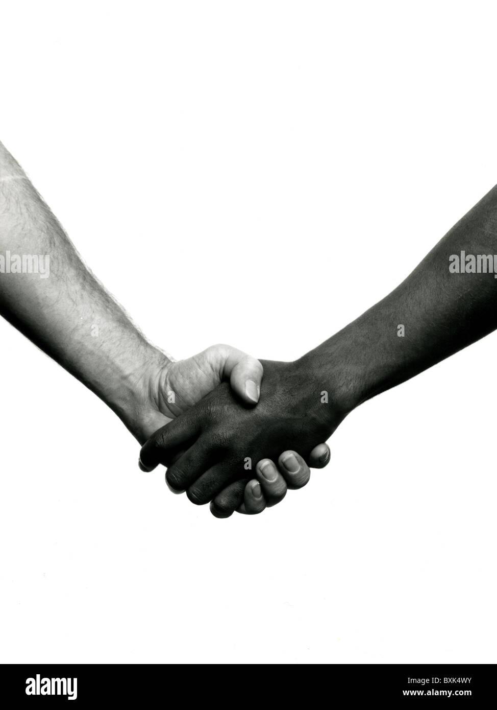 b&w Bild von zwei Männern, Händeschütteln nur; ein Mann schwarz und weiß ein Mann; Biracail Stockbild