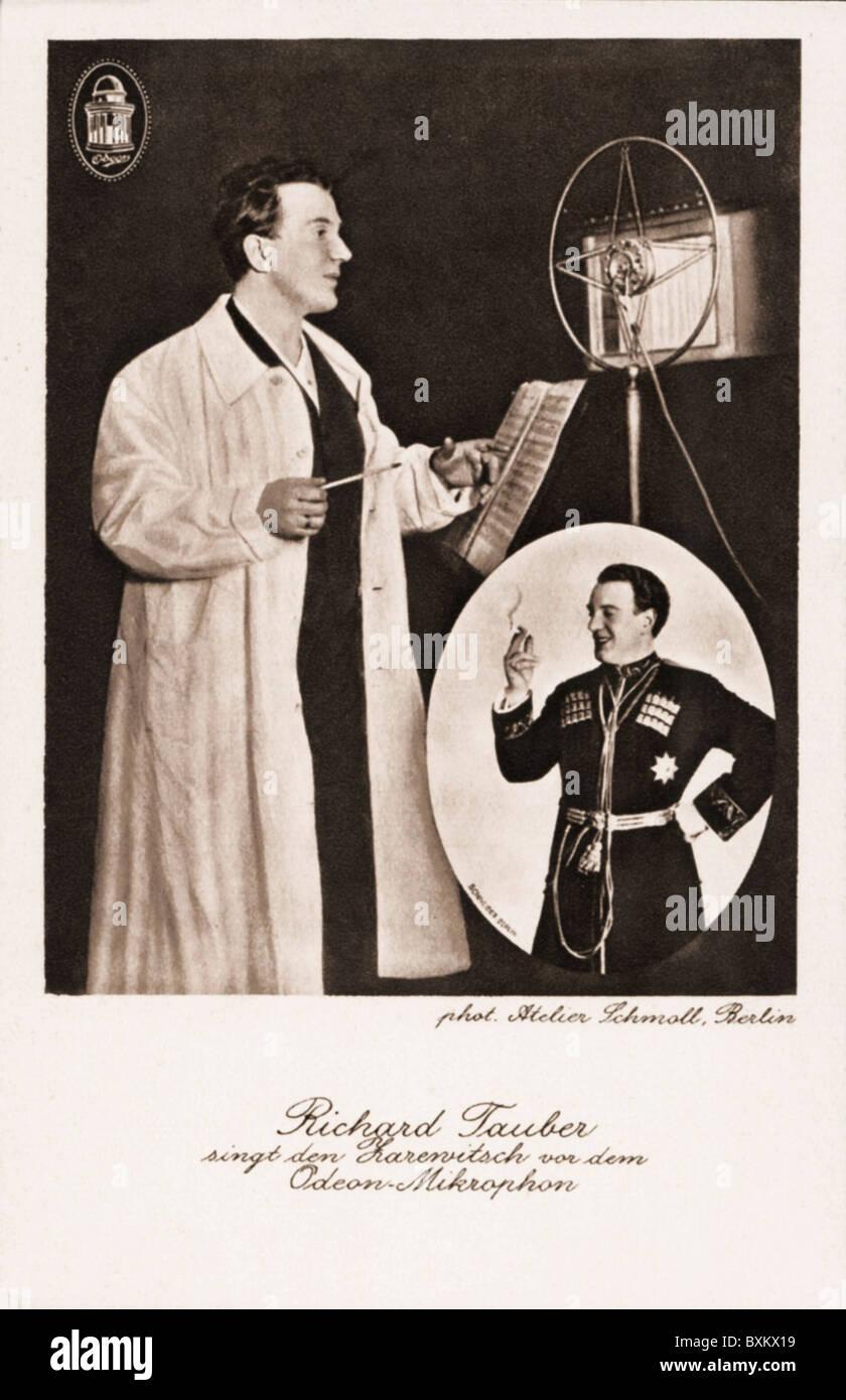 Rundfunk, Radio, Richard Tauber, die Opernsängerin während der Aufnahme, Deutschland, ca. 1928,- Additional Stockbild