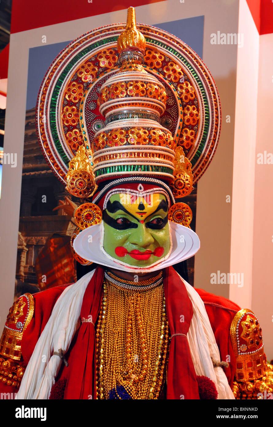 Indische Tänzerin in Tracht, Kathakali Stockbild