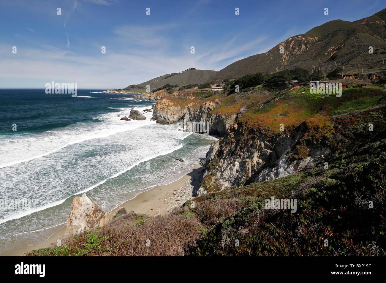 Blauer Himmel Big Sur Küste Küstenlandschaft Pacific Ocean pacific Küstenstrasse 1 California März Stockbild