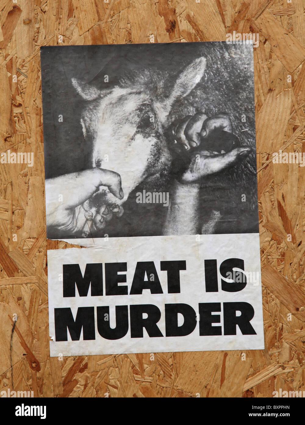Ein Animal Rights Poster an einem Gebäude in einer Stadt, U.K. Stockbild