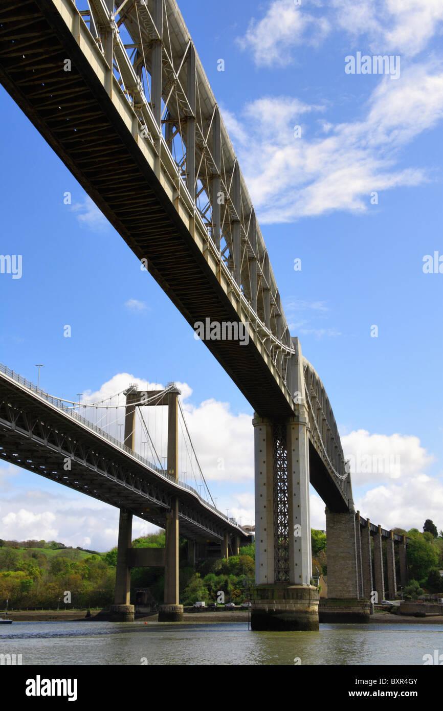 Die Straßen- und Eisenbahnbrücken über den Fluss Tamar bei Saltash Stockbild