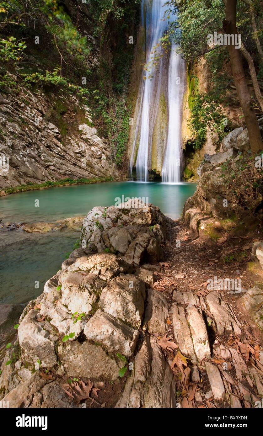 Wasserfall am Fluss Neda in Griechenland Stockbild