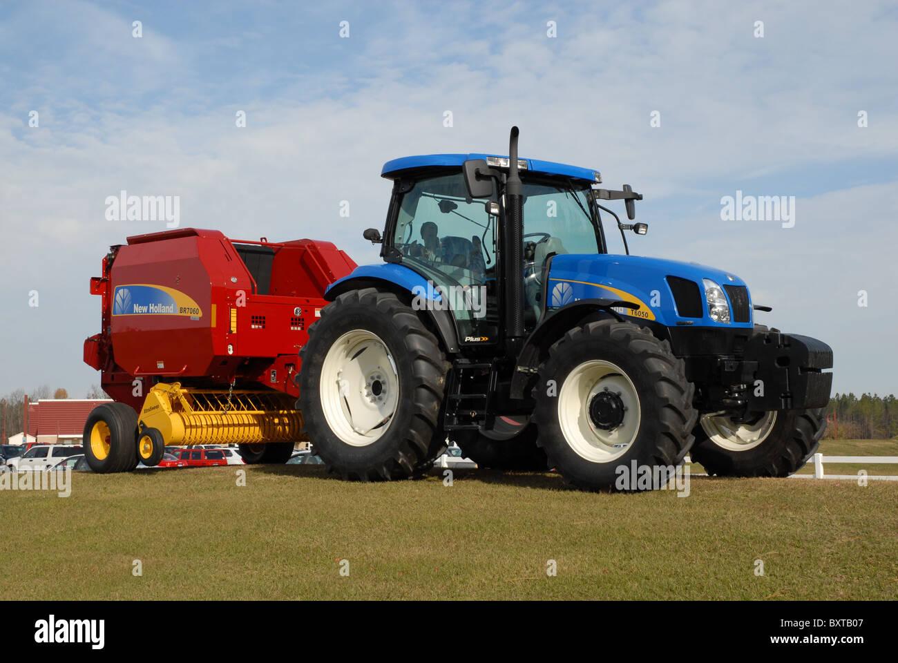 New Holland Farm Tractor Stockfotos & New Holland Farm Tractor ...