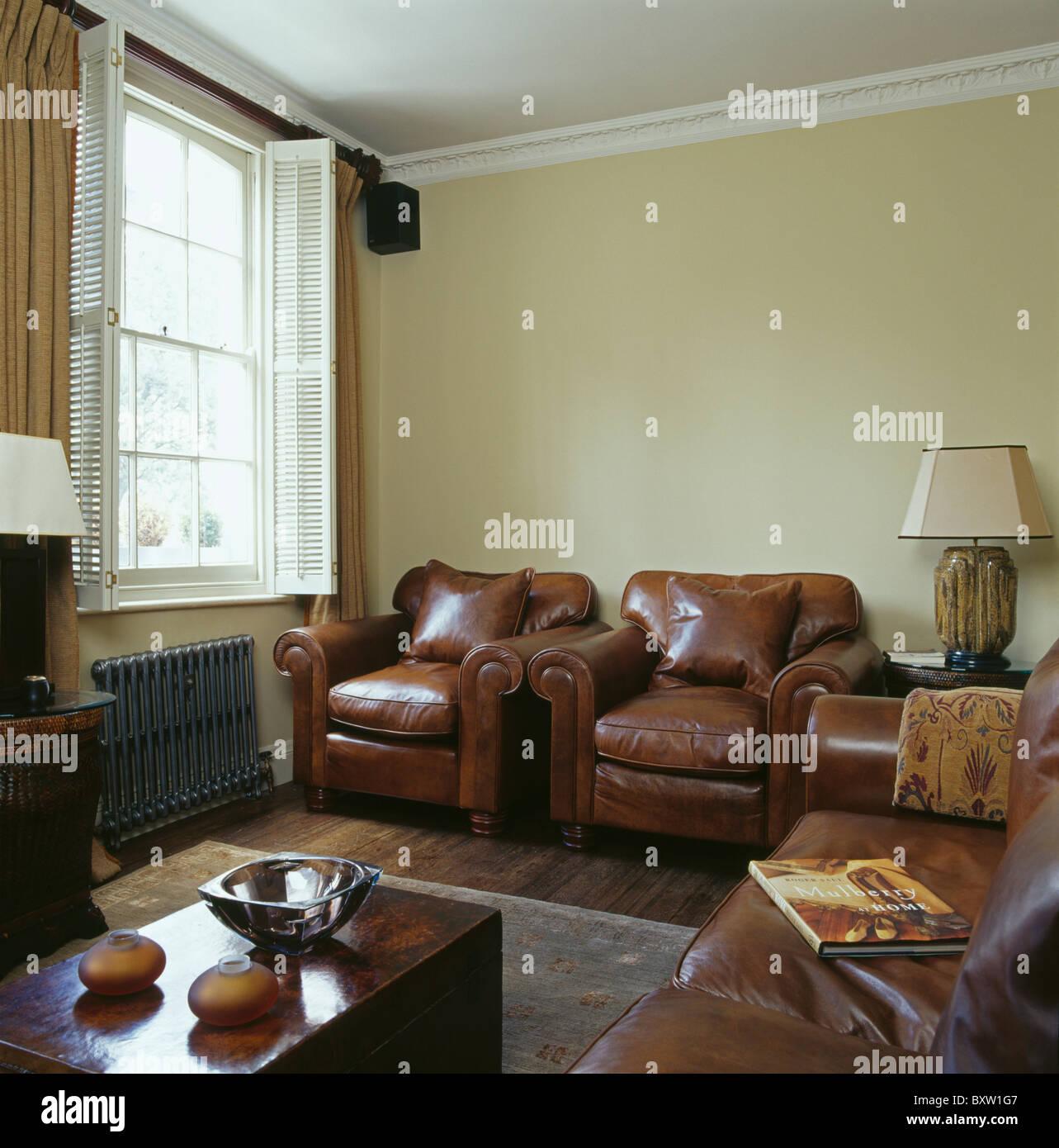 Cream sofas stockfotos cream sofas bilder seite 2 alamy for Braune ledersessel