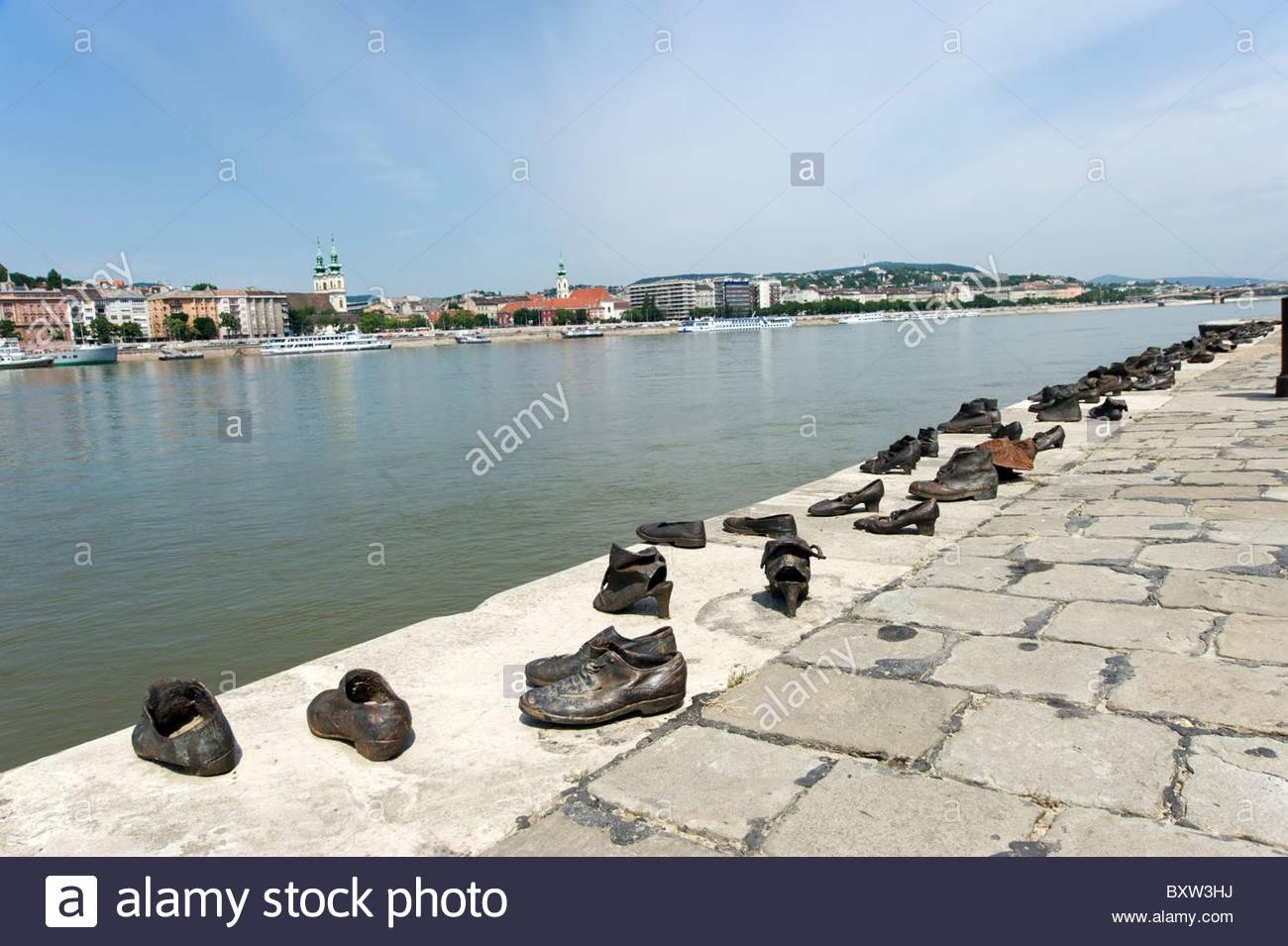 Schuhe Am Donauufer Holocaust Denkmal In Erinnerung An Die Judischen