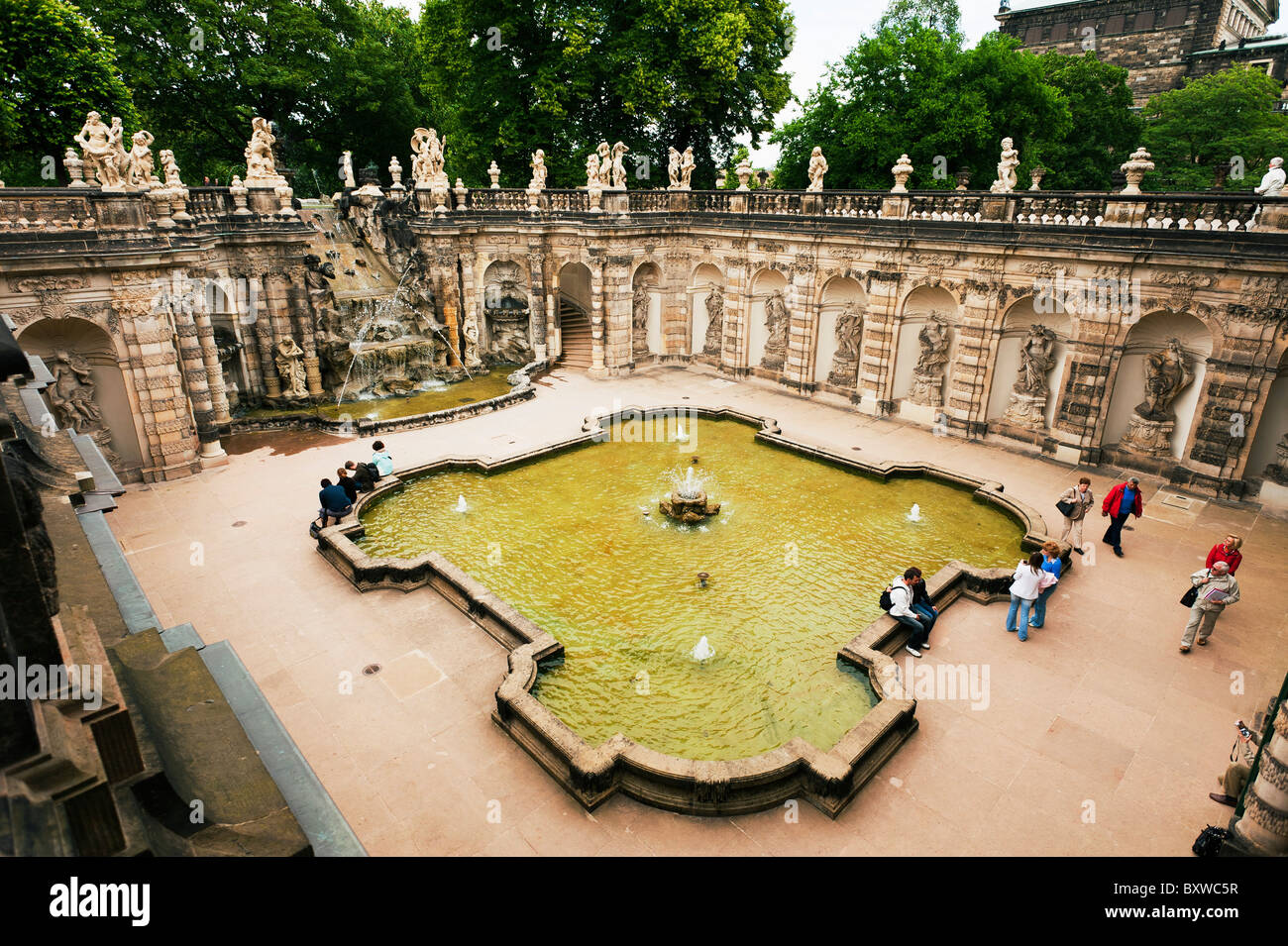 zwinger with fountains stockfotos zwinger with fountains bilder alamy. Black Bedroom Furniture Sets. Home Design Ideas