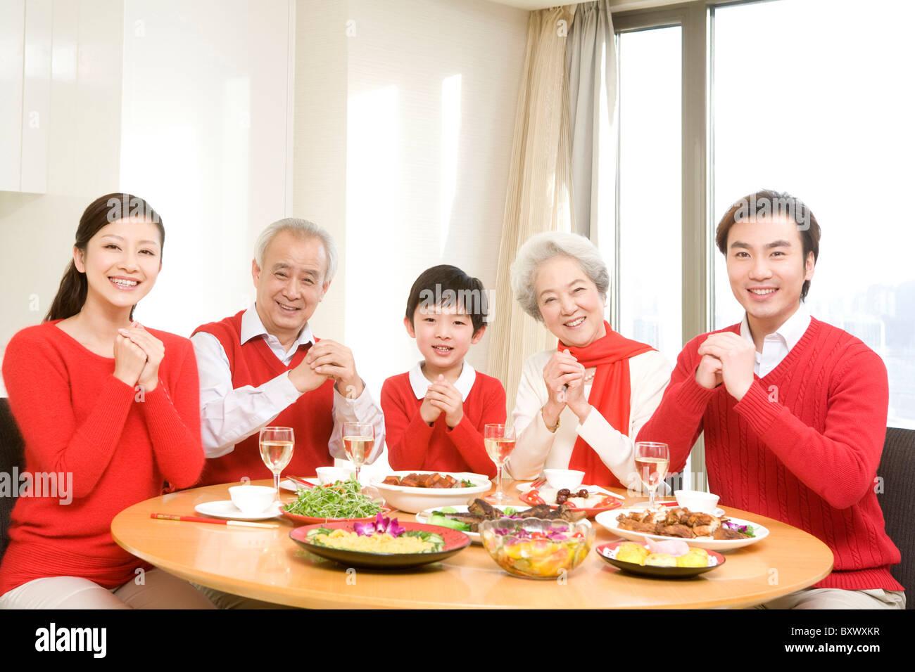 Die ganze Familie wünscht Ihnen ein frohes neues Jahr! Stockfoto ...