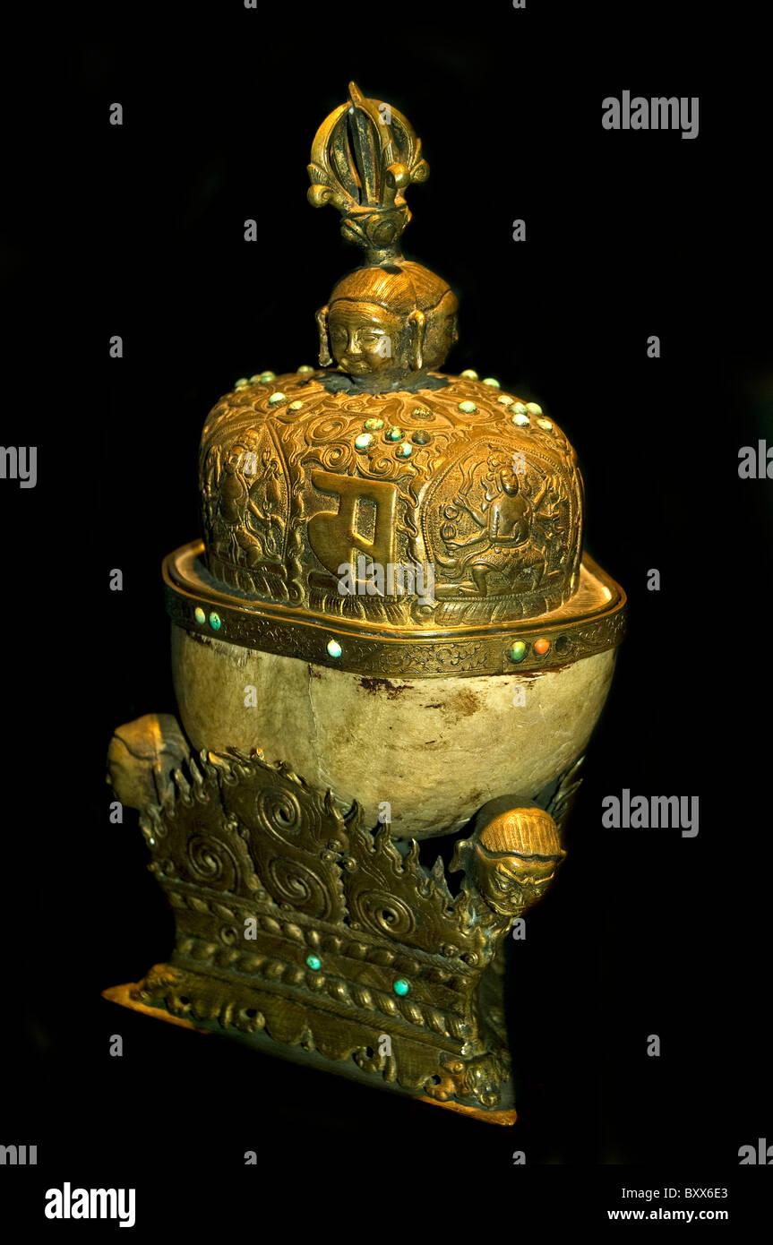 Maßstab zu opfern, von einem menschlichen Schädelknochen Kloster Bronze Türkis 19. Cent Himalaya Stockbild