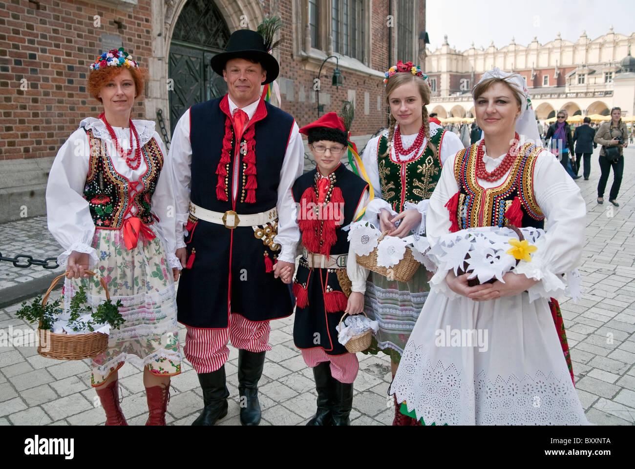 Die Familie in Cracow regionale Tracht, Osterfeier von