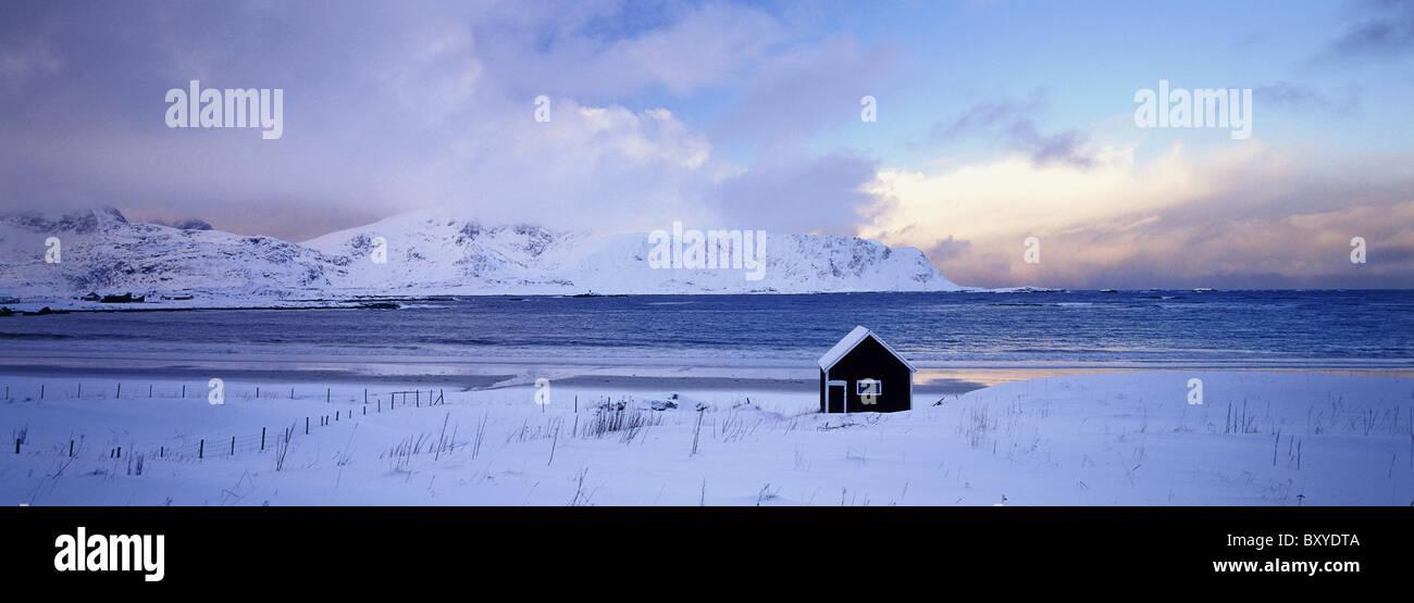 Hütte, Moskenes, Flakstadoya Insel, Lofotens, Norwegen Stockbild
