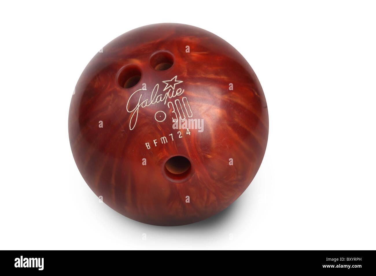 Bowling-Kugel auf weißem Hintergrund Stockbild
