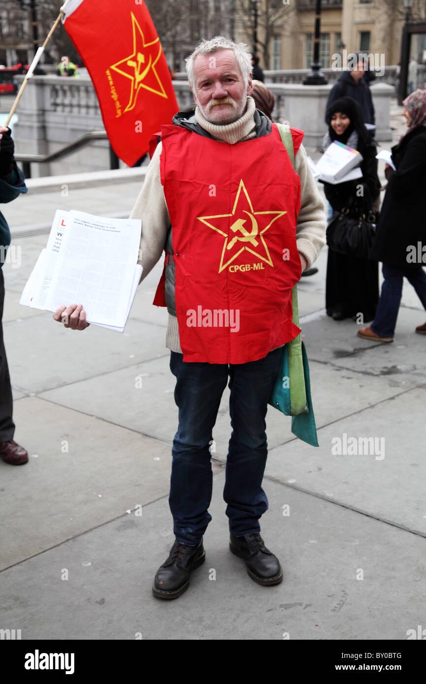 Demonstrant im jenseits Worte: stummer Zeuge Ungerechtigkeit. Die London-Guantánamo-Kampagne Stockbild