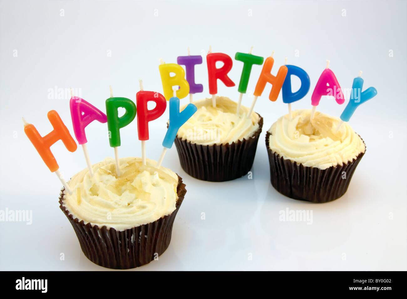 Happy Birthday Kerzen In Drei Zitronen Cupcakes