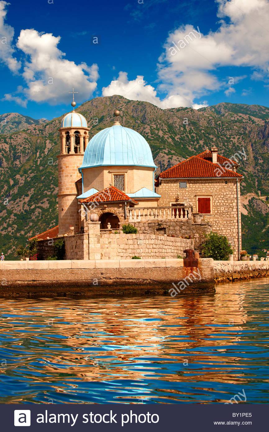 Unsere Liebe Frau von den Felsen Insel Kirche (Gospa od Skrpjela), Bucht von Kotor, Montenegro Stockbild