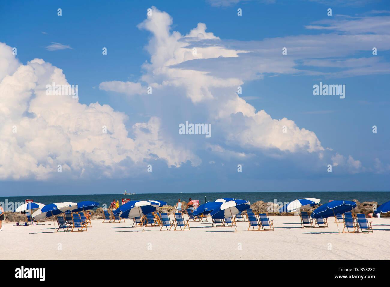 Sonnenschirme am Clearwater Beach, FL Stockbild