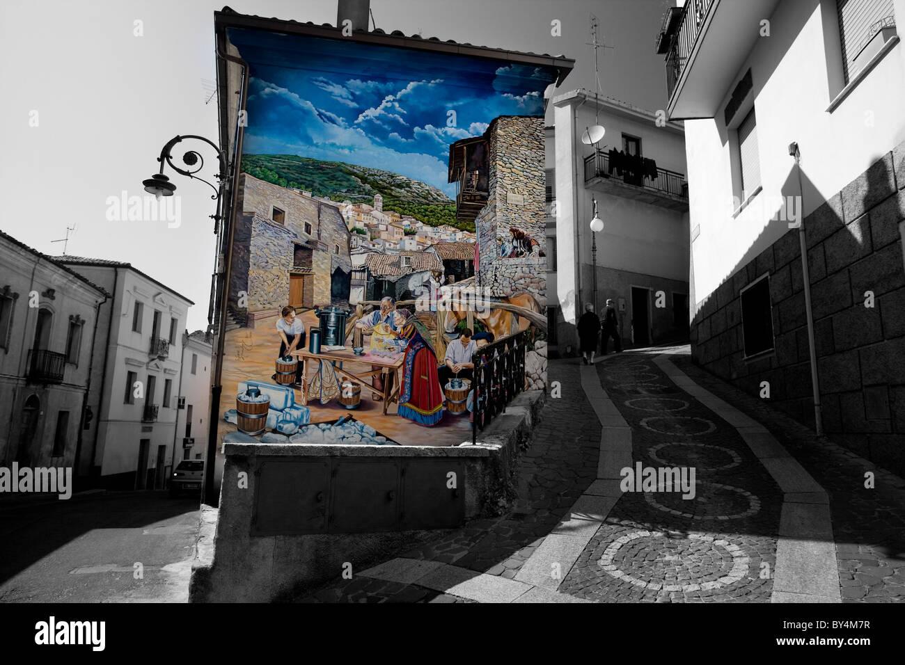 Gemalte Wandbild an der Seite eines Gebäudes, Aritzo, Sardinien, Italien Stockbild
