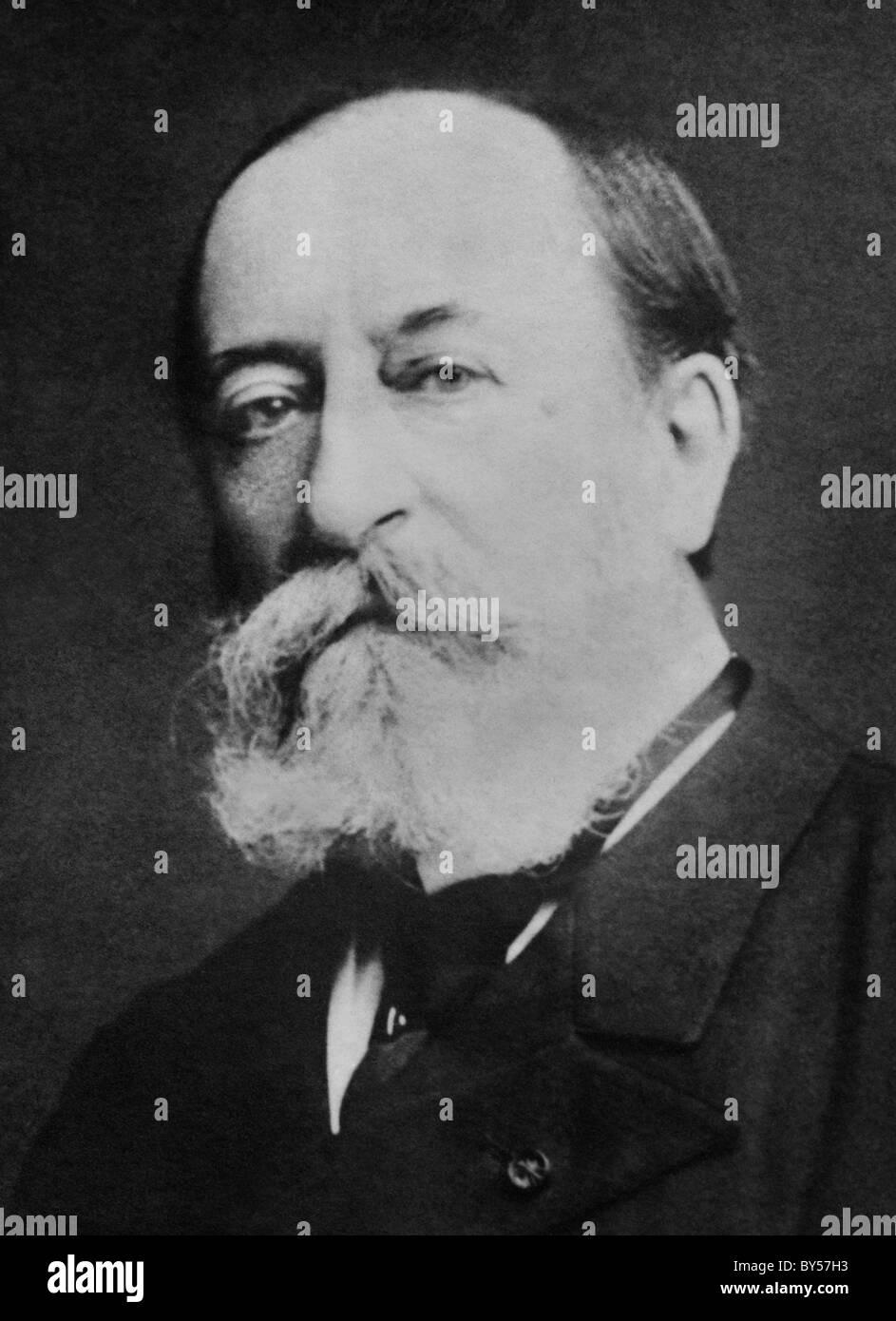 Vintage Portraitfoto um 1900 der französische Komponist, Organist, Dirigent und Pianist Camille Saint-Saens Stockbild