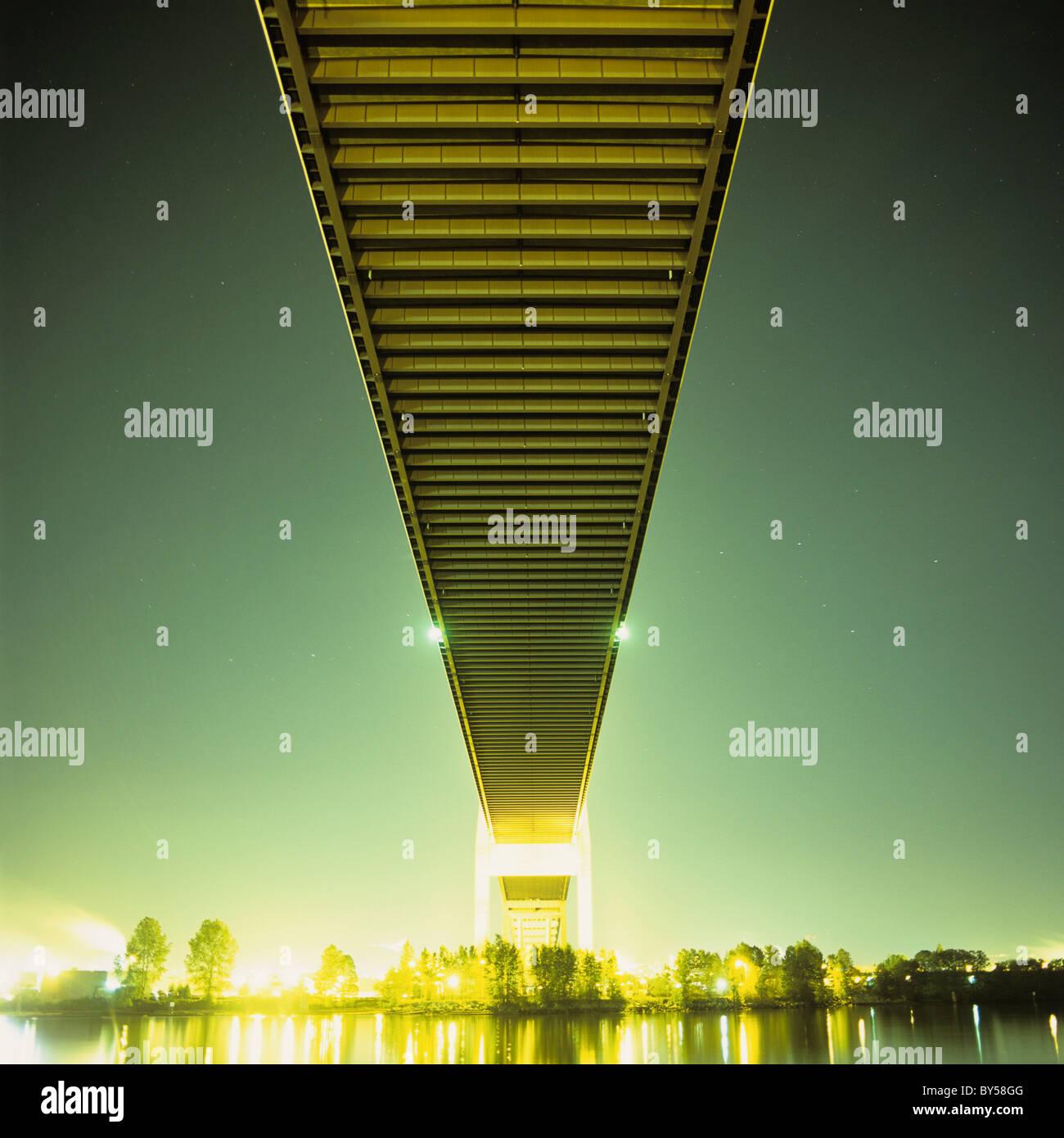 Eine Brücke in der Nacht Stockbild