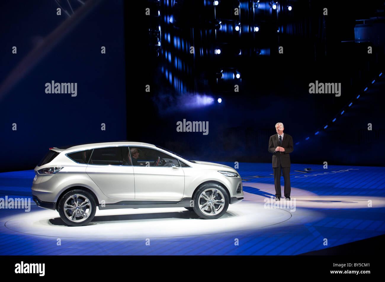 Derek Kuzak, Ford Motor Company Chief Product Development, mit dem Ford Vertrek-Konzept auf der NAIAS 2011 Stockbild