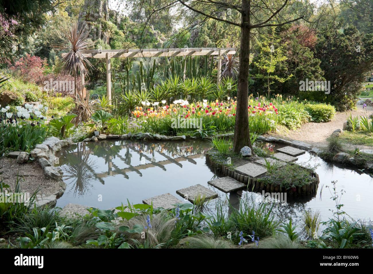Pool Im Andre Heller Botanische Gärten In Der Stadt Von Gardone