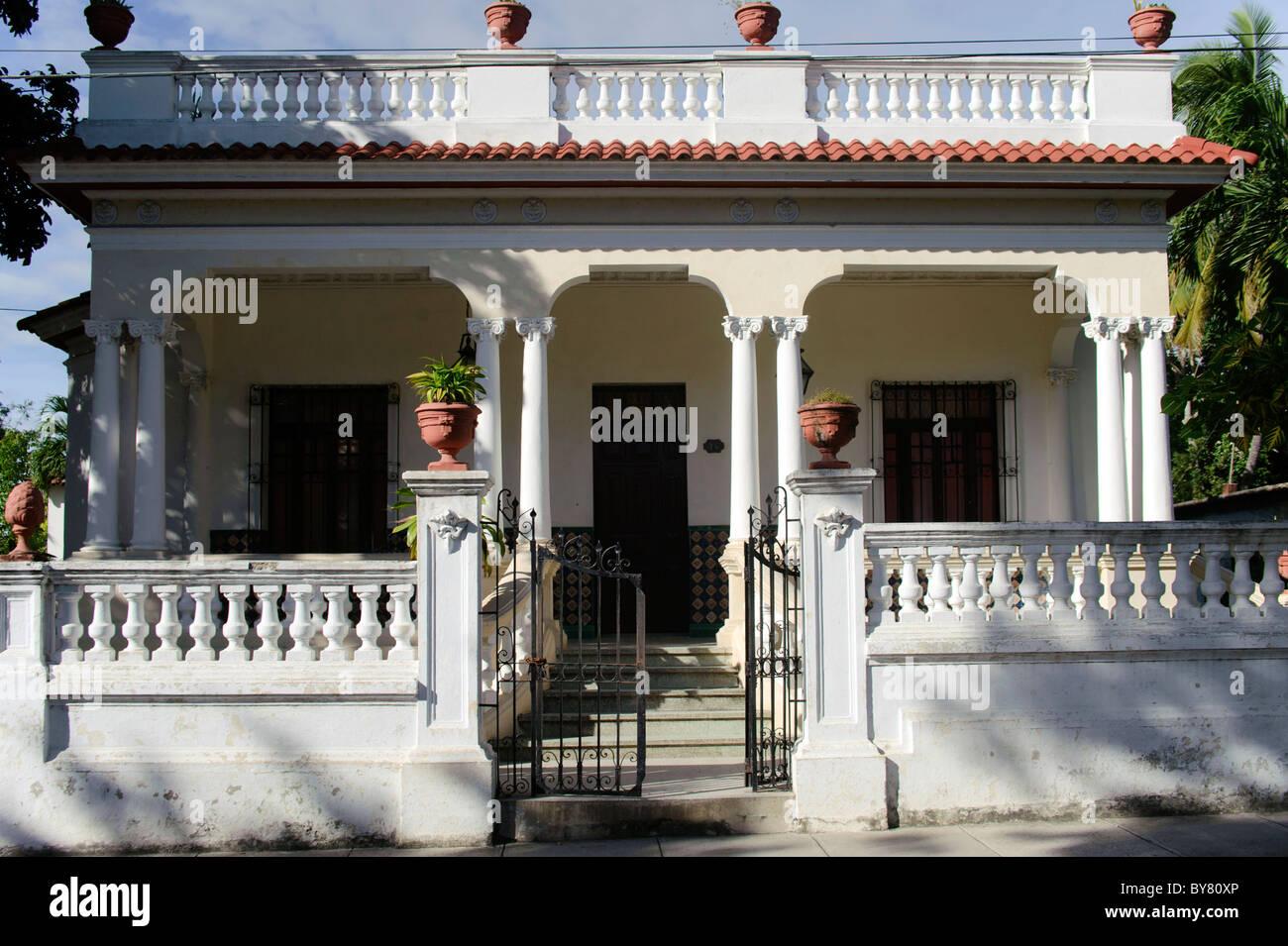 Alten kubanischen Haus Kolonialstil in Holguin Kuba Stockfoto, Bild ...