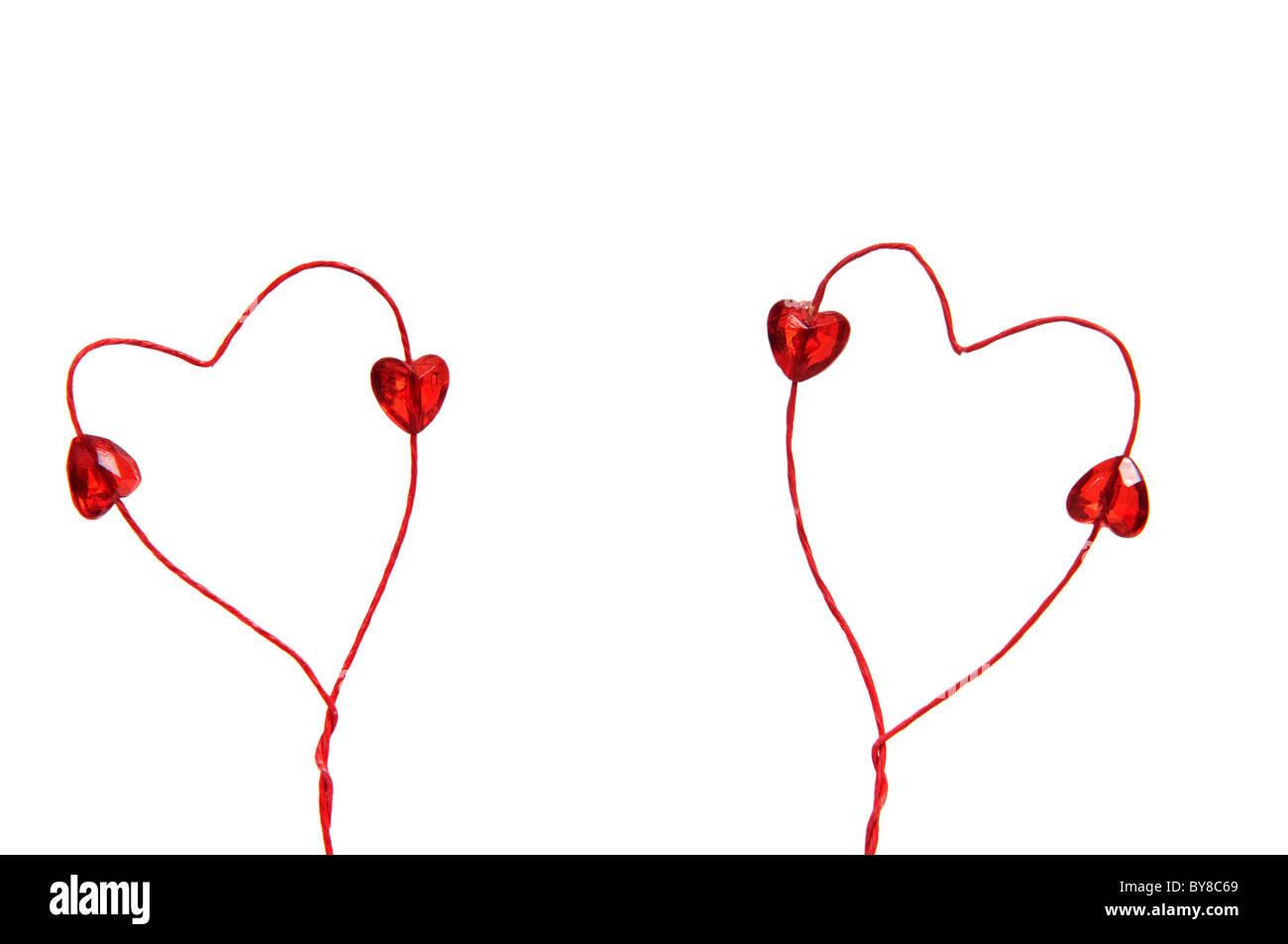 Zwei Valentine Herzen gemacht, der rote Draht mit kleinen roten ...