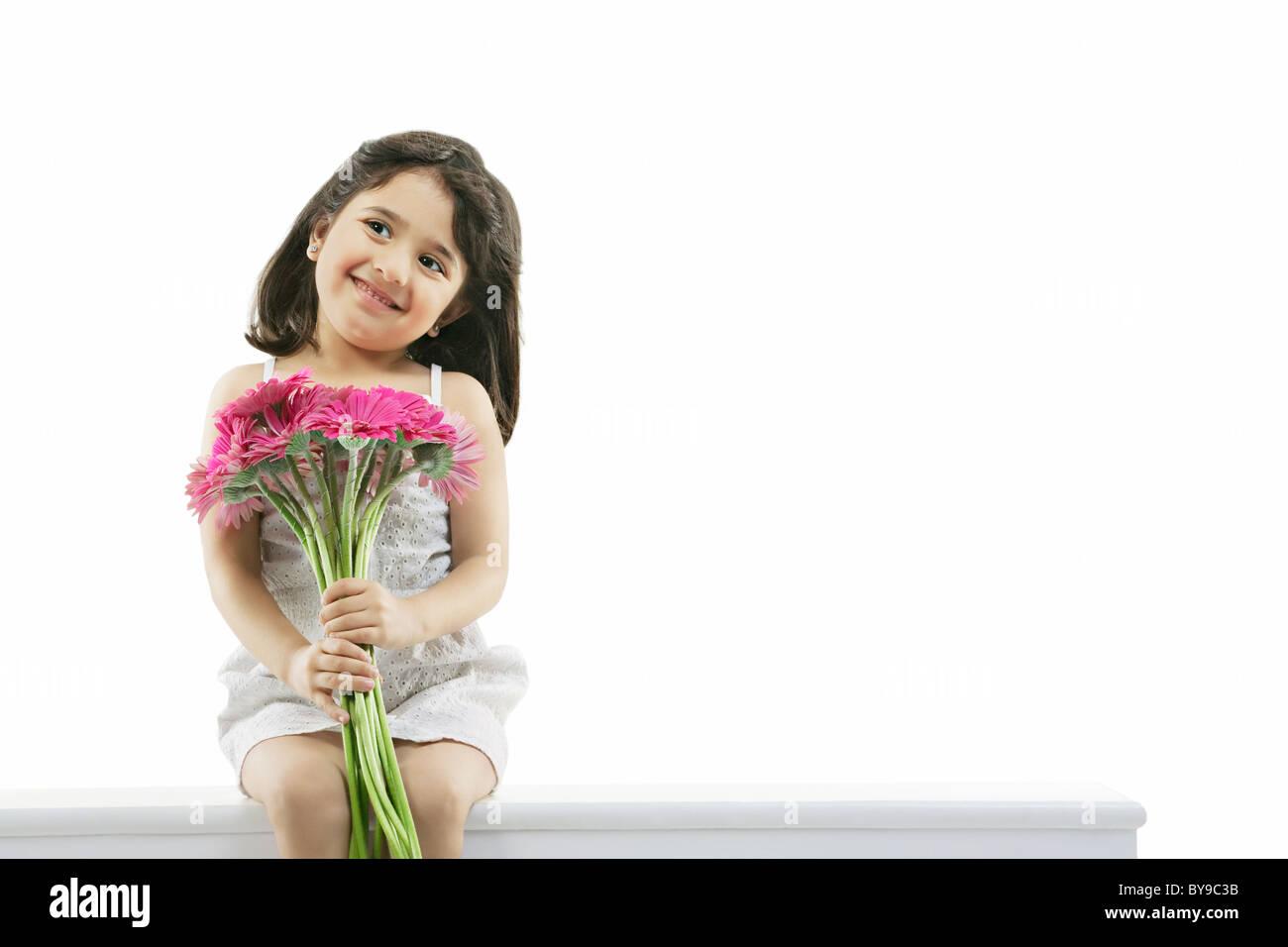Porträt eines Mädchens mit Blumen Stockbild