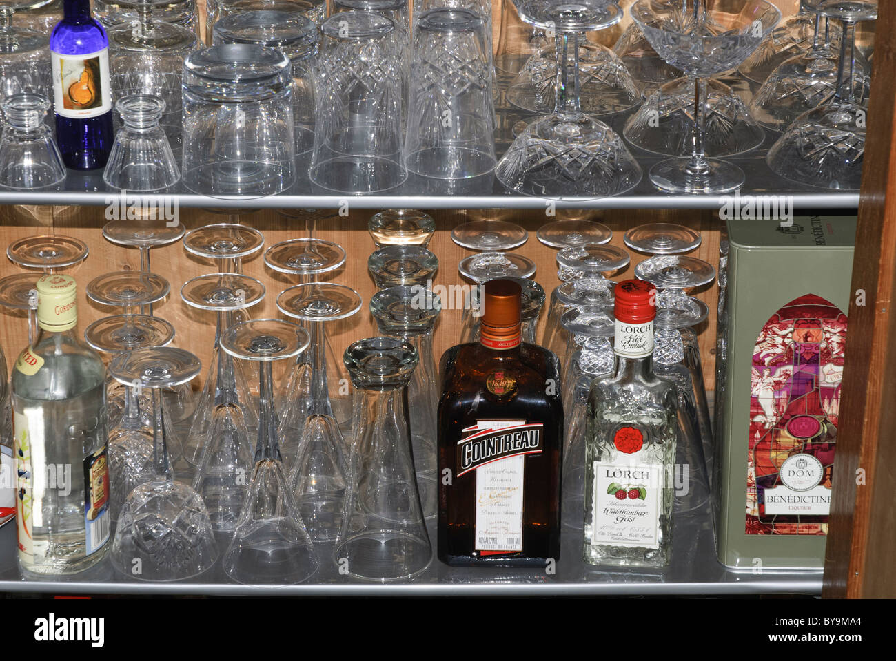 Cointreau Bottle Stockfotos & Cointreau Bottle Bilder - Alamy