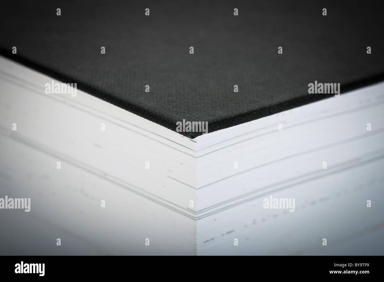 Extreme Nahaufnahme von ein dickes Buch - selektiven Fokus Stockbild