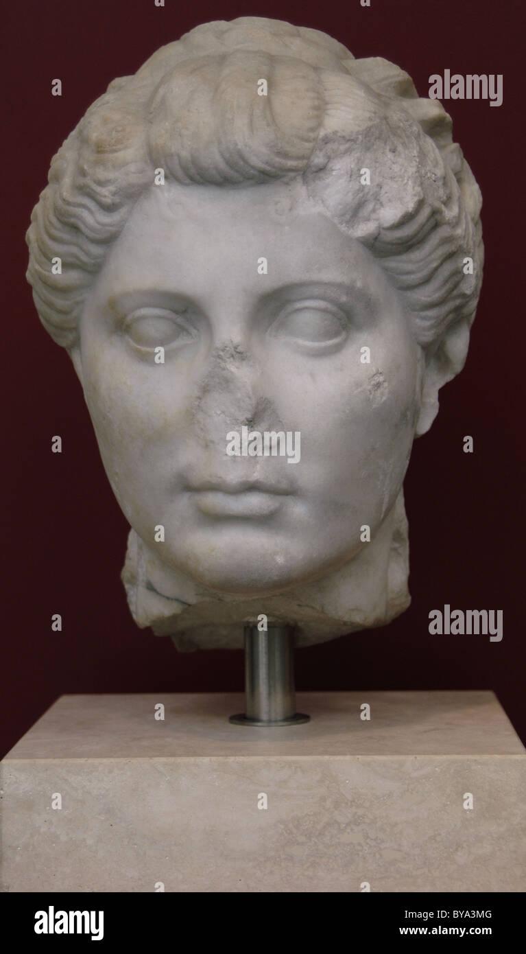 Römische Kunst. Unbekannter weiblicher Kopf mit Haaren im Stil von Octavia, Schwester des Kaisers Augustus. Stockbild