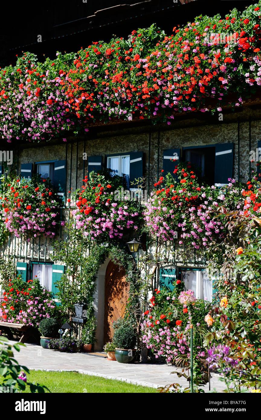 Altes Bauernhaus Mit Den Blumen Seeleiten Bei Teisendorf Rupertiwinkel Region Upper Bavaria Bayern Deutschland Europa Stockfotografie Alamy
