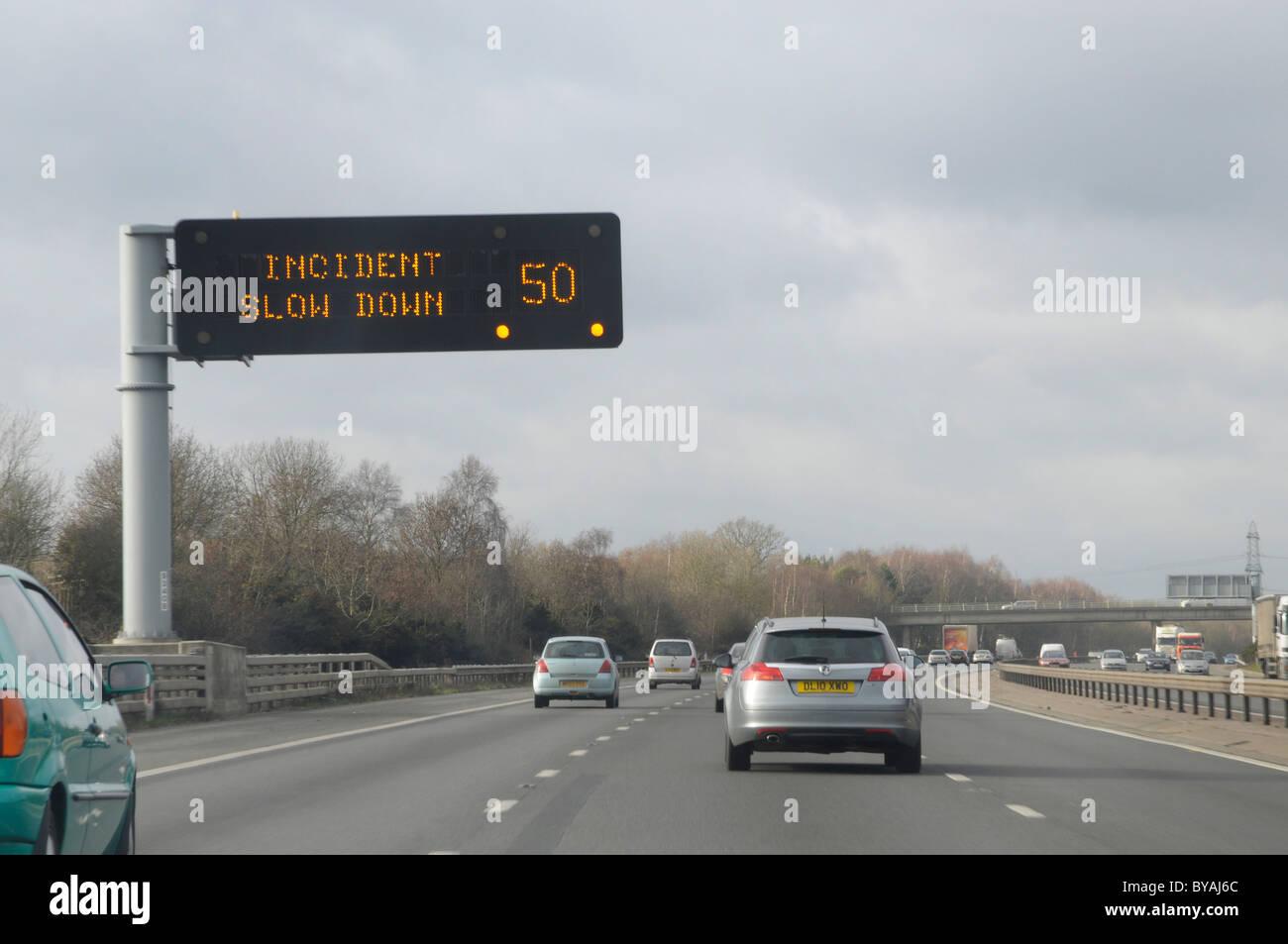 Matrix-Informationen-Verkehrszeichen auf der Autobahn M27 in Hampshire Stockbild